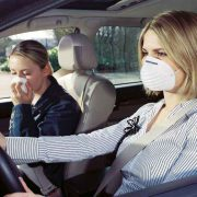 Как справиться с запахом бензина в салоне автомобиля